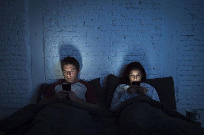 Đàn ông tiếp xúc nhiều với ánh sáng xanh có nguy cơ ung thư tuyến tiền liệt cao gấp 2,8 lần.