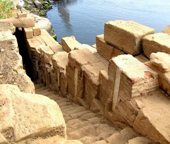 Những trận lũ lụt lớn cũng trở thành thảm kịch thiên nhiên khiến mùa màng của người dân Ai Cập bị mất trắng