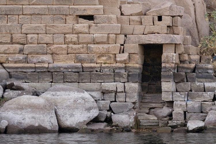 Do vậy, lũ lụt còn đóng vai trò quan trọng trong lĩnh vực chính trị và hành chính ở Ai Cập thời cổ đại.