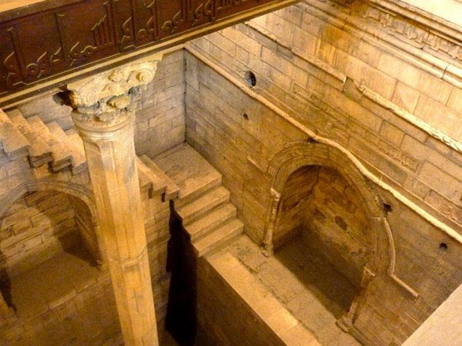 Người Ai Cập tạo ra những vết khắc trên vách đá cạnh bờ sông Nile