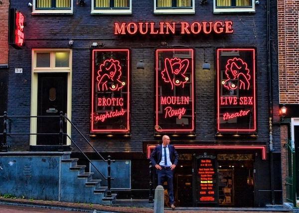 """Moulin Rouge là một trong những nhà chứa ở """"phố đèn đỏ"""" nổi tiếng nhất thế giới"""