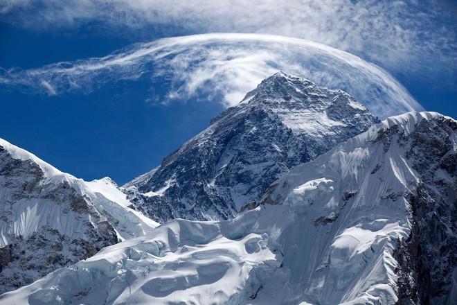 Everest vẫn là nóc nhà thế giới, nếu tính chiều cao từ mực nước biển.