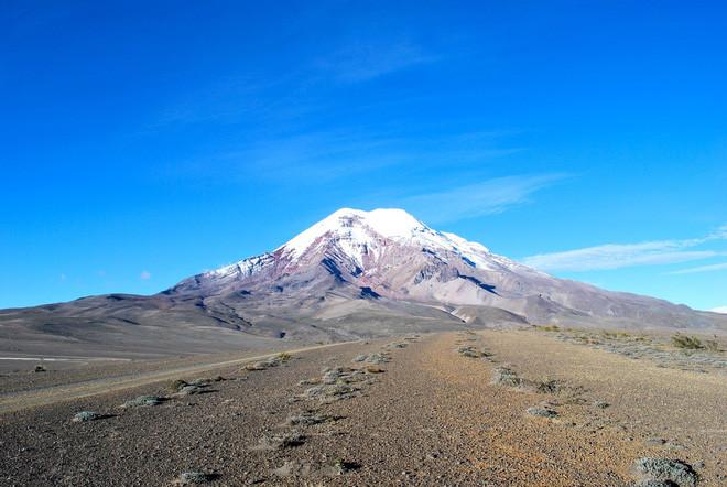 Đỉnh Chimborazo, trông hiền lành hơn Everest nhiều.