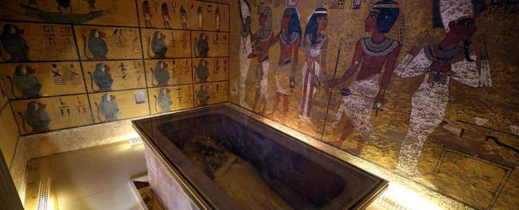 Bên trong lăng mộ pharaoh Tutankhamun.