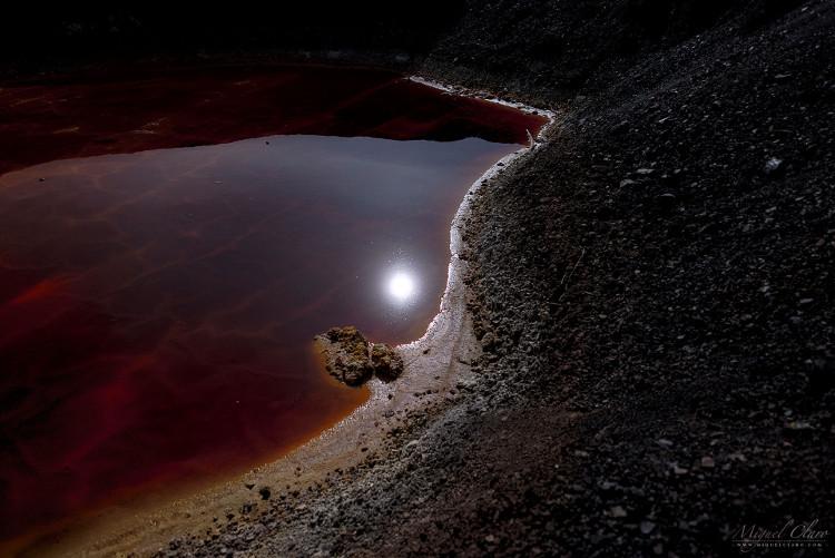 Hình ảnh Mặt trăng lạ tại vùng mỏ.