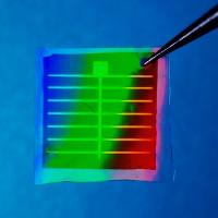 Pin mặt trời tạo ra điện từ những giọt... mưa!