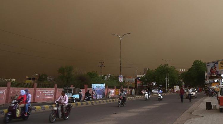 Bão cát khiến hơn 80 người thiệt mạng và hơn chục người khác bị thương.