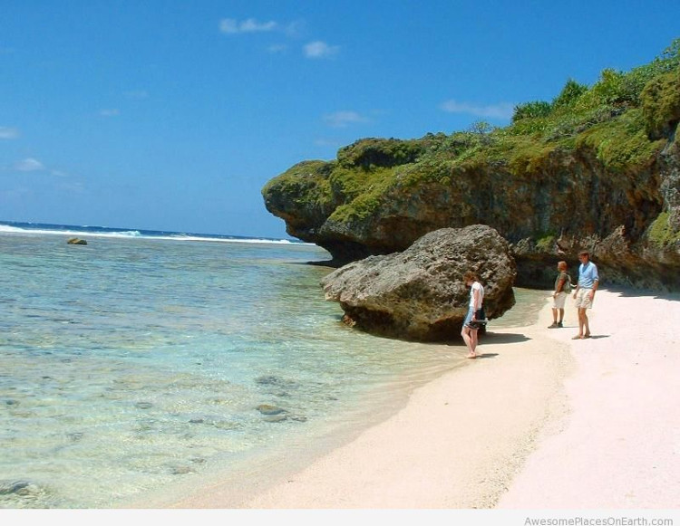 Đảo Mangaia có những tập tục rất kỳ lạ về tình dục.
