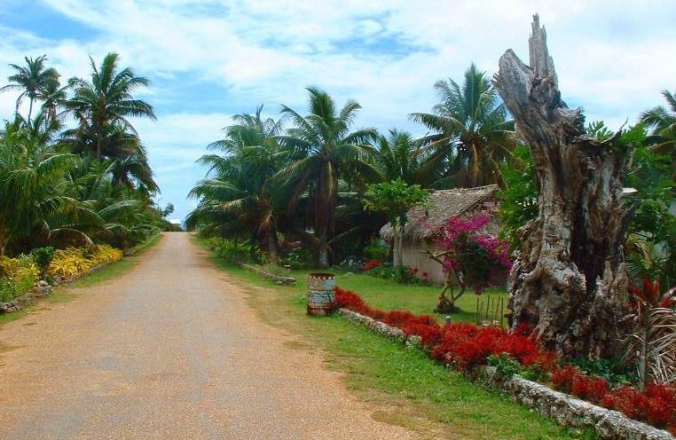 Ảnh chụp tại làng Oneroa của đảo Mangaia.