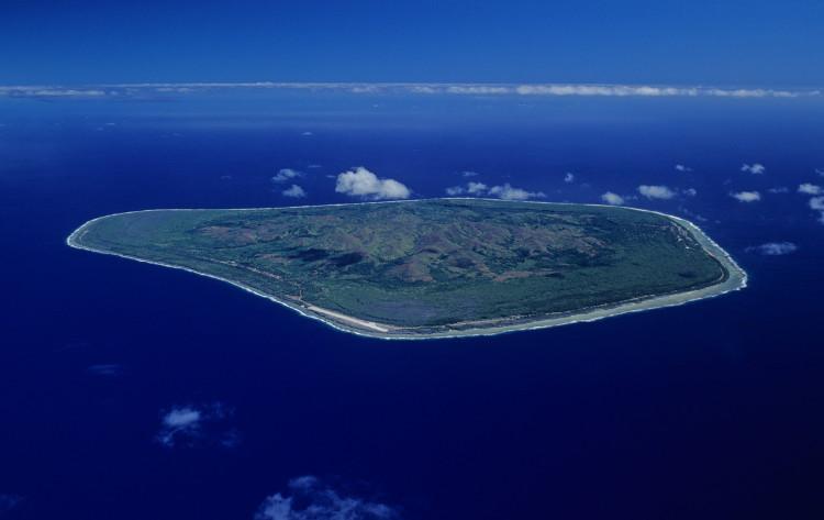 Hòn đảo Mangaia thuộc Quần đảo Cook.