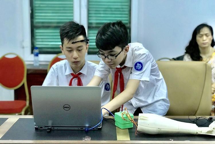 Phan Trường Anh Khôi và Nguyễn Công Huy (Trường THCS Trưng Vương, Hà Nội).