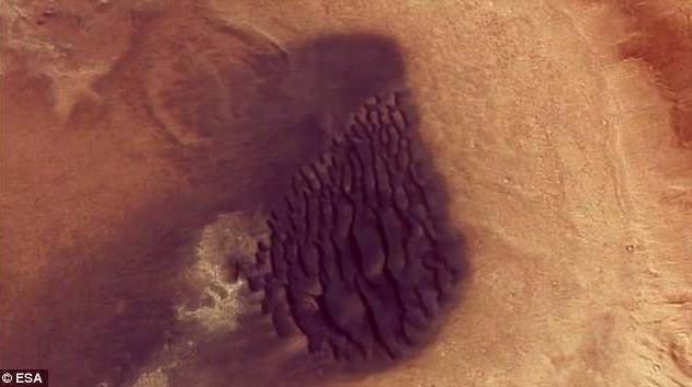 Cận cảnh đụn cát núi lửa