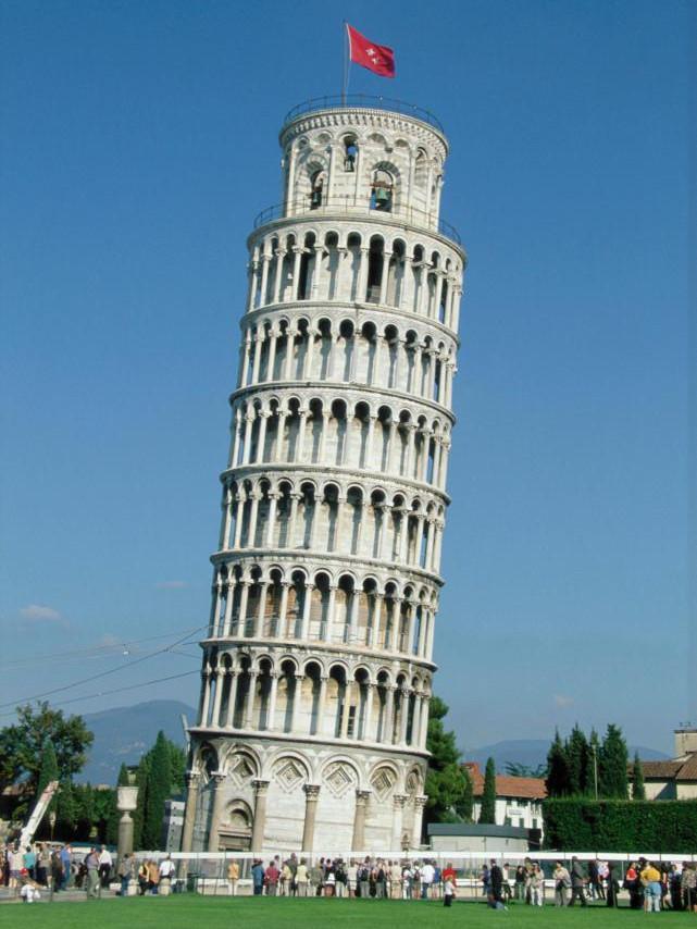 Tháp nghiêng Pisa ngày nay trở thành điểm du lịch nổi tiếng.