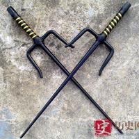 """4 vũ khí """"dị"""" nhất Trung Quốc: Cái cuối cùng là khắc tinh của samurai Nhật Bản"""