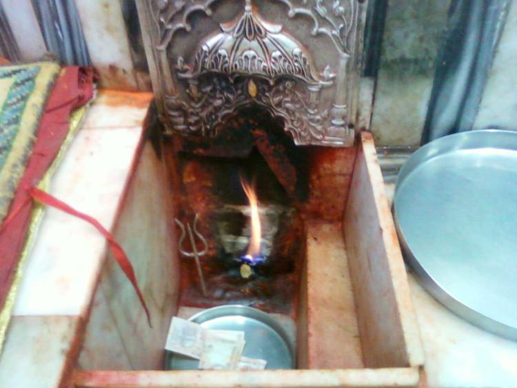 Lửa trong đền Jwalamukhi, Ấn Độ