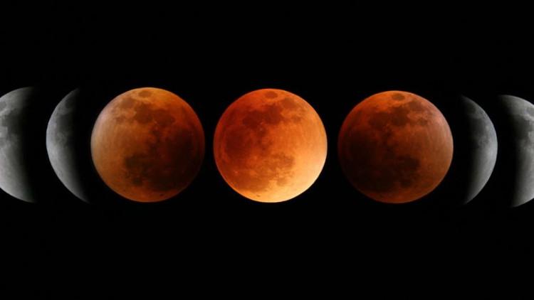 Mặt Trăng chuyển màu đỏ trong suốt nguyệt thực toàn phần.