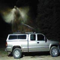 """Bức ảnh """"thiên thần lơ lửng"""" trên xe gây xôn xao"""