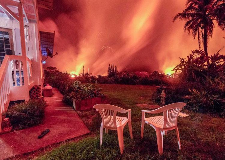 Những cơn dư chấn của vụ phun trào mạnh đến nỗi cửa sổ của gia đình bị vỡ tan tành.