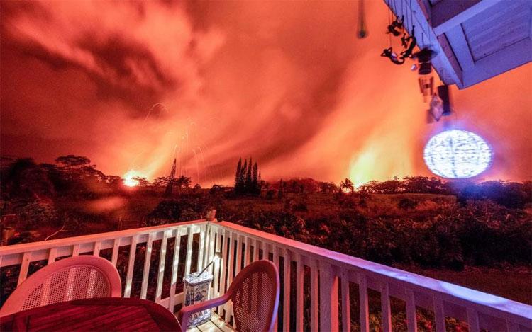 Núi lửa phun trào ngay trước nhà của bà Dona.