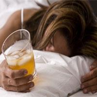 Tại sao uống rượu càng rẻ tiền, cơn say càng khủng khiếp?