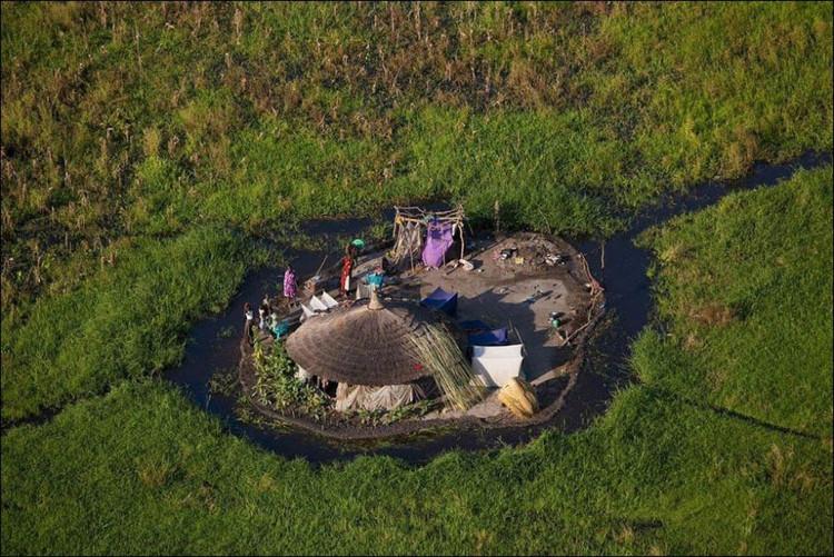 Những ngôi nhà ở một khu vực xa xôi thuộc đầm lầy Sudd (Nam Sudan).