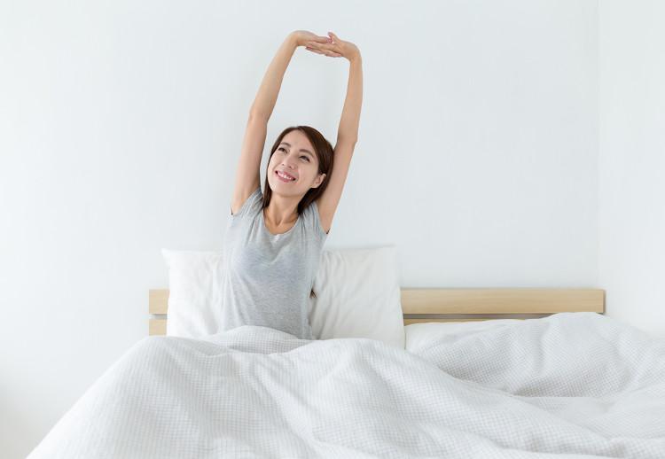 Khi thức dậy nên ngồi trên giường nửa phút.