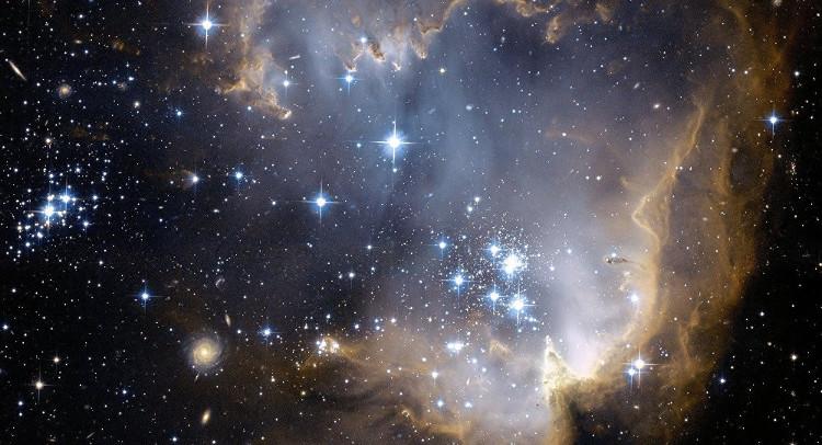 Các nhà khoa học phát hiện tín hiệu laser bí ẩn trong vũ trụ.