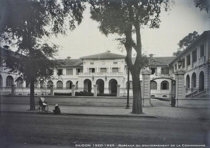 Toà nhà có kiến trúc thuộc địa kiểu Pháp được xây dựng vào năm 1860.