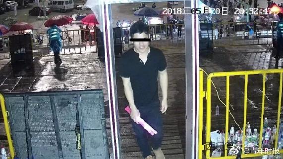 Tội phạm bị phát hiện tại khu kiểm tra an ninh vào sân vận động.