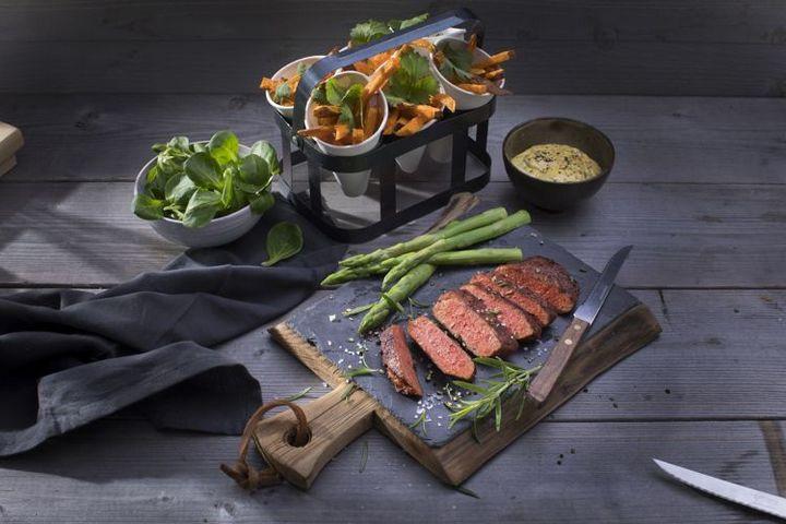 Sản phẩm bò bít tết này được làm từ đậu nành và lúa mì.