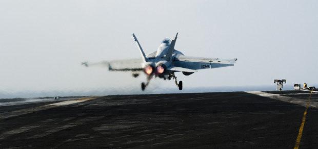 Máy bay f-18