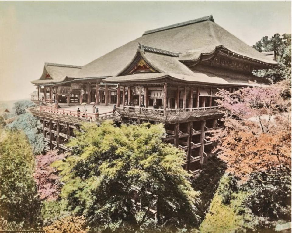 """Một bức ảnh hiếm của Kiyomizu-dera hay còn được biết đến là """"Đền nước tinh khiết"""" vào thế kỷ 19."""