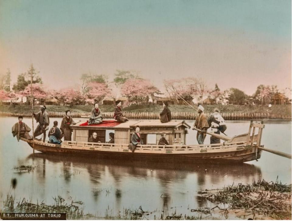 Chèo thuyền trên sông Sumida là một trong những trò tiêu khiển trong thời kỳ Edo.
