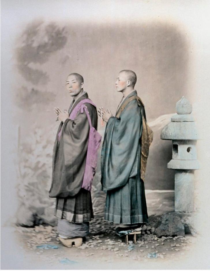 Hai thầy tu Phật giáo trẻ tuổi thời Edo.