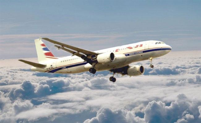 Càng lên cao, không khí càng loãng nên lực nâng cánh máy bay và lực ma sát giảm.