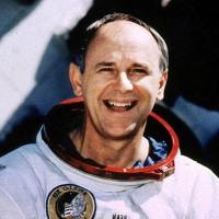 Phi hành gia thứ tư đi bộ trên Mặt Trăng qua đời