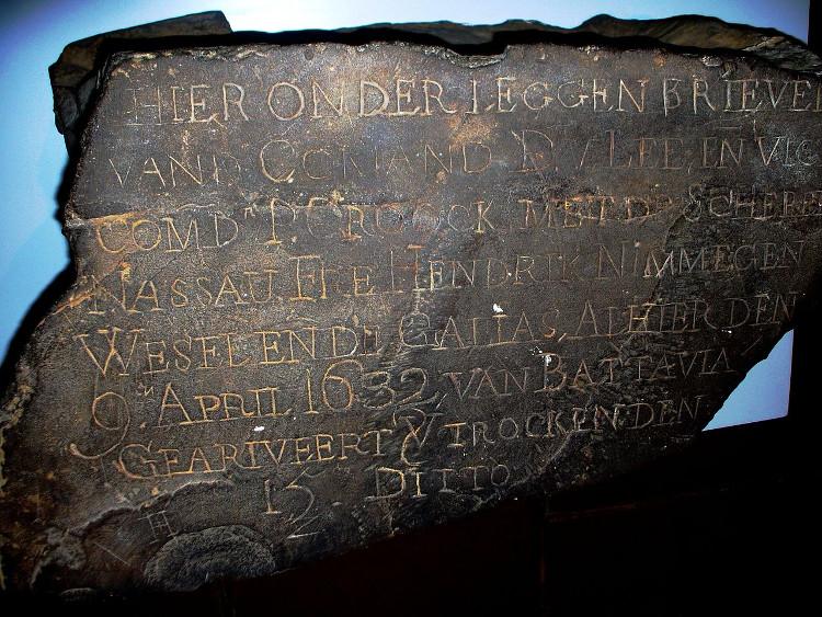 Những tảng đá đưa thư này cũng đã được tìm thấy ở đảo St Helena và Mũi Hảo Vọng ở Nam Phi.