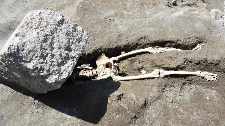 Người đàn ông mất đầu trong vụ phun trào núi lửa Vesuvius.