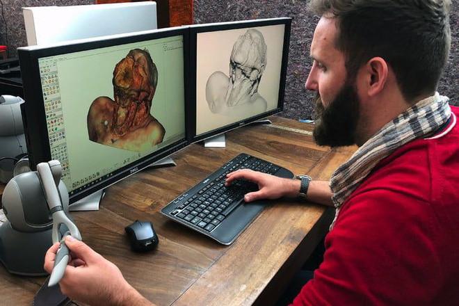 Xác chết trong ứng dụng là hình ảnh quét 3D từ xác của một người thật do máy quét Artec Space Spider 3D cung cấp.