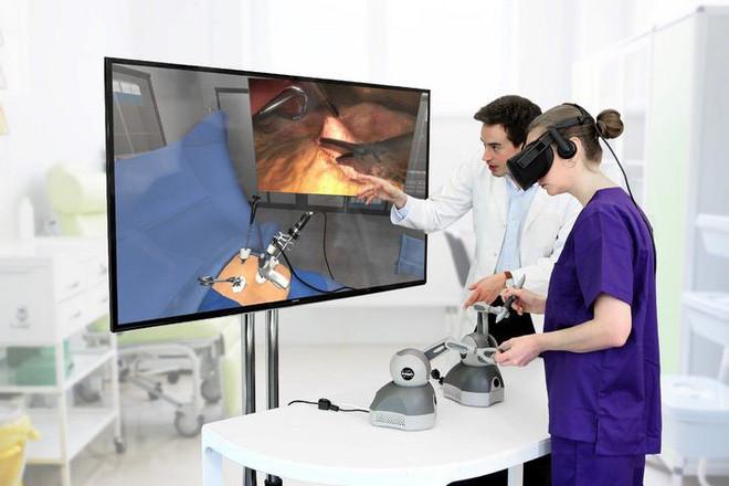 Công nghệ VR sẽ trợ giúp đắc lực trong đào tạo sinh viên hoặc chuyên gia giải phẫu.