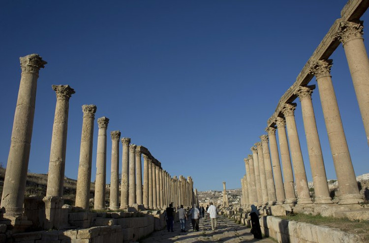 Jerash - thành phố cổ ở Jordan nổi tiếng với các cột kiến trúc cổ thời Hy Lạp-La Mã.