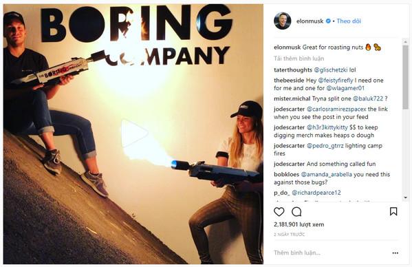 Elon Musk giới thiệu sản phẩm súng phun lửa trên instagram.