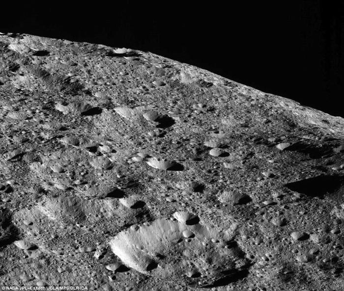 Những hố núi lửa trên bề mặt Ceres
