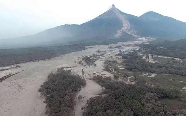 Bức ảnh chụp từ trên không ngày 4/6 cho thấy khu vực bị tro núi lửa chôn vùi.