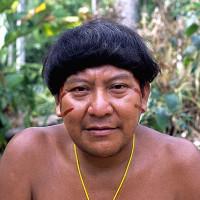 Bộ tộc sống tách biệt trong rừng rậm Amazon với tục ăn xương người chết