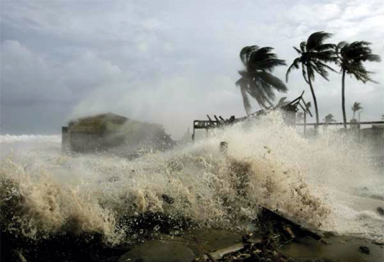 Một cơn bão mạnh đang tiến vào đất liền