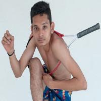Chàng trai Ấn Độ có cơ thể uốn dẻo như cao su, uốn vai 360 độ và xoay cổ 180 độ