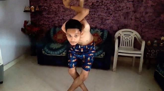 Yash có thể xoay cánh tay 360 độ vô cùng dễ dàng