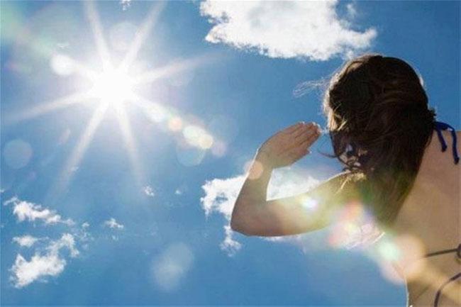 Nhìn vào mặt trời lâu, mắt sẽ bị tổn thương và có thời gian phục hồi khác nhau.