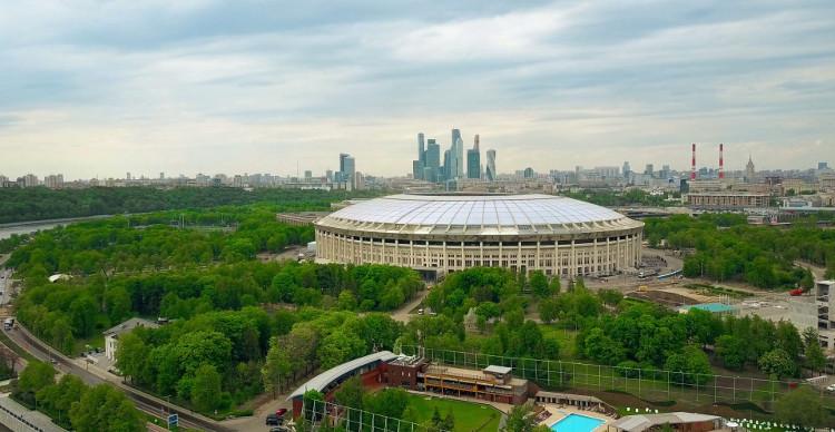Tên gọi Luzhniki xuất phát từ vị trí địa lý của sân vận động.